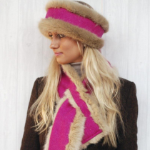 ANNABEL-BROCKS-BUBBLEGUM-PINK-AND-BEIGE-NECK-WARMER